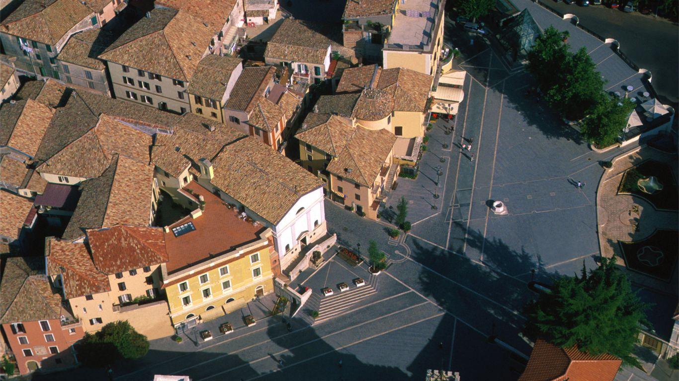 Piazza-Trento-e-Trieste-hotel-terminus-fiuggi